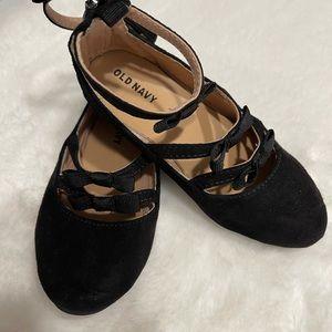 Toddler girls size 9 black zip up shoe